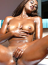 Pussy Pics of Myra from Round And Brown